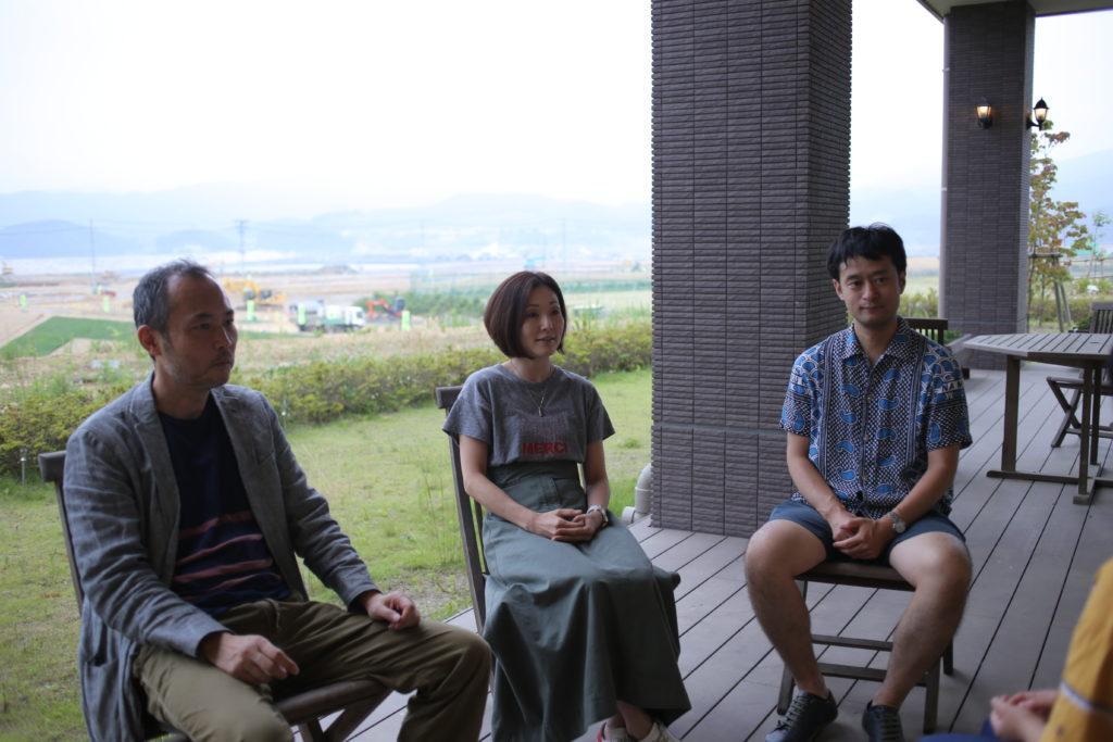 陸前高田でインタビューに答える岩戸中学校の先生方